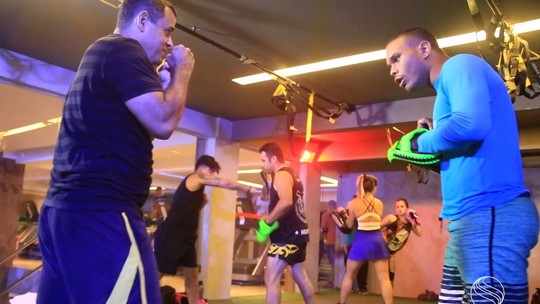 Participantes do 'Me Transforme para o Verão 2018' se jogam na dança e no muay thai