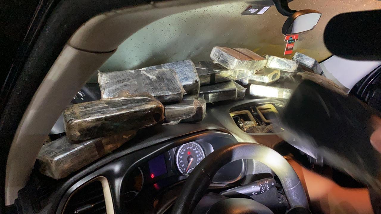 Polícia Civil apreende R$ 1 milhão em drogas com casal na BR-040 em Juiz de Fora