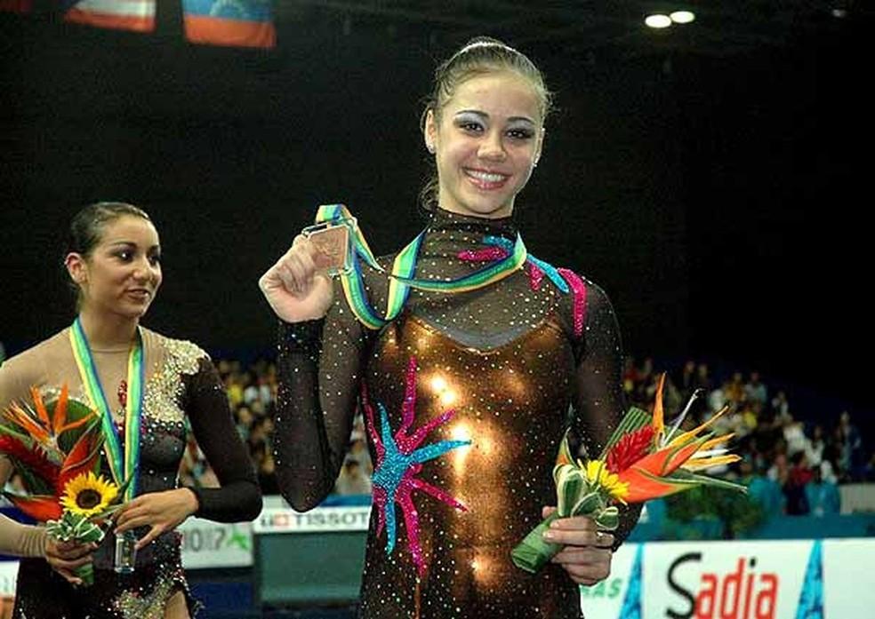 Ana Paula recebeu medalha de bronze no aparelho Arco, nos Jogos Pan-Americanos no Rio de Janeiro, em 2007 — Foto: ge/arquivo