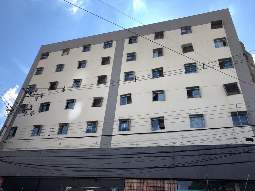 Com janelas tortas, prédio vira ponto de referência em Maringá