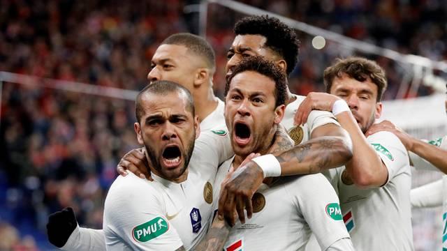 Daniel Alves e Neymar comemoram gol do PSG