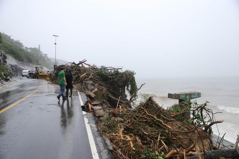 Mais um trecho da ciclovia Tim Maia desabou ontem no Rio de Janeiro â?? Foto: Daniel Castelo Branco/Agência O Dia/Estadão Conteúdo/