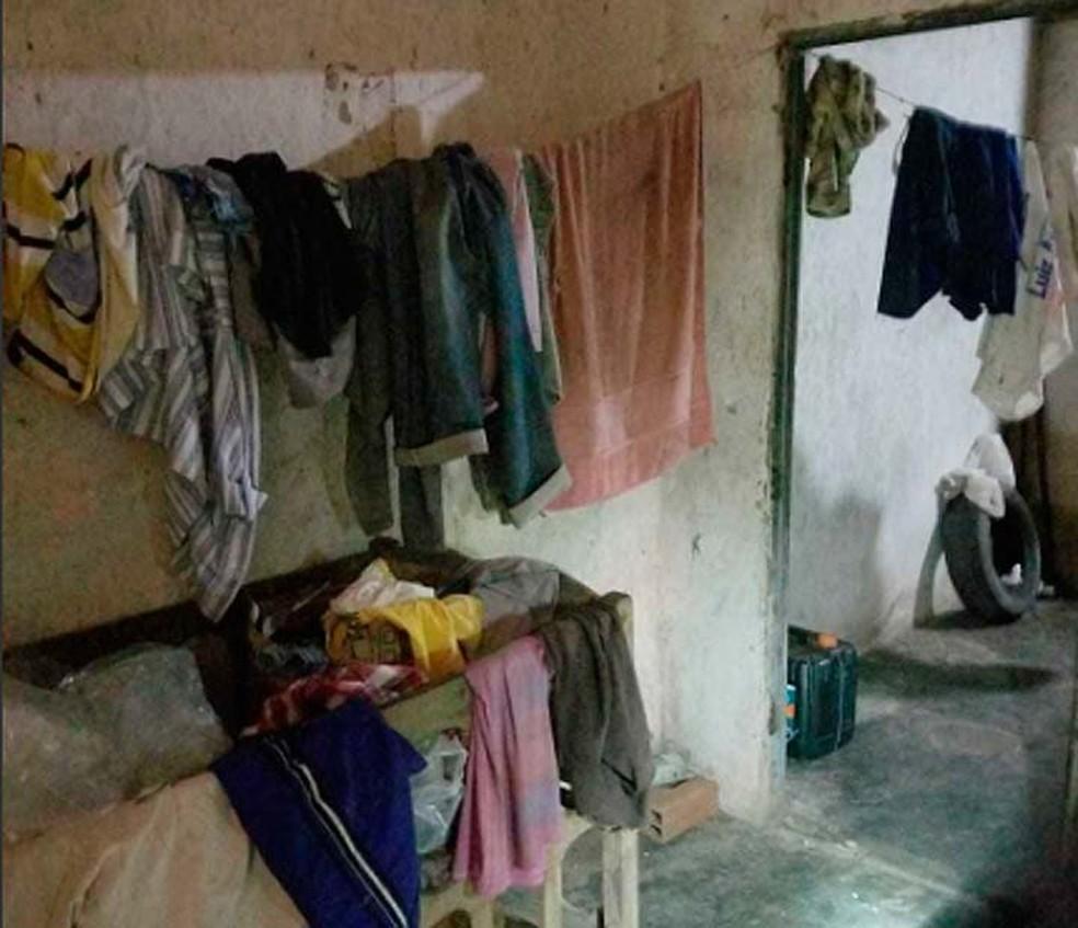 Auditores fiscais do trabalho relataram que casebre não tinha água, nem local para moradores guardarem comidas e roupas — Foto: Divulgação/Ministério do Trabalho