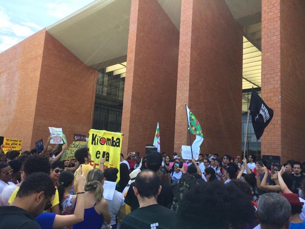 Estudantes da UFT encerraram o protesto na frente da Assembleia Legislativa — Foto: Divulgação