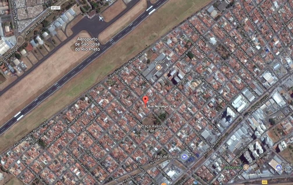Casa onde avião caiu fica a creca de 300 metros do aeroporto de Rio Preto (Foto: Reprodução/Google Street View)