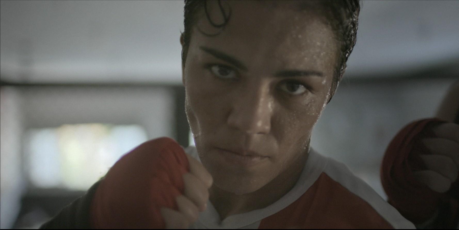 A lutadora Jessica Andrade em uma das cenas de 'Mulheres na Luta' (Foto: Divulgação)