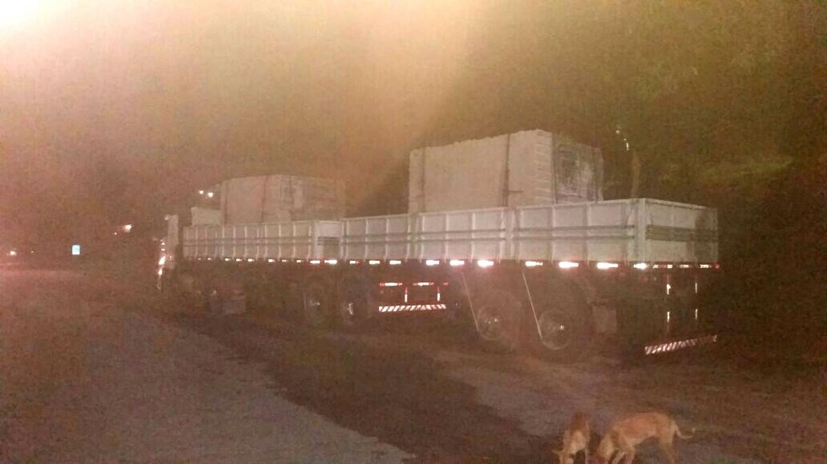 Carreta com 32 toneladas de excesso de peso é apreendida na BR-101 no ES