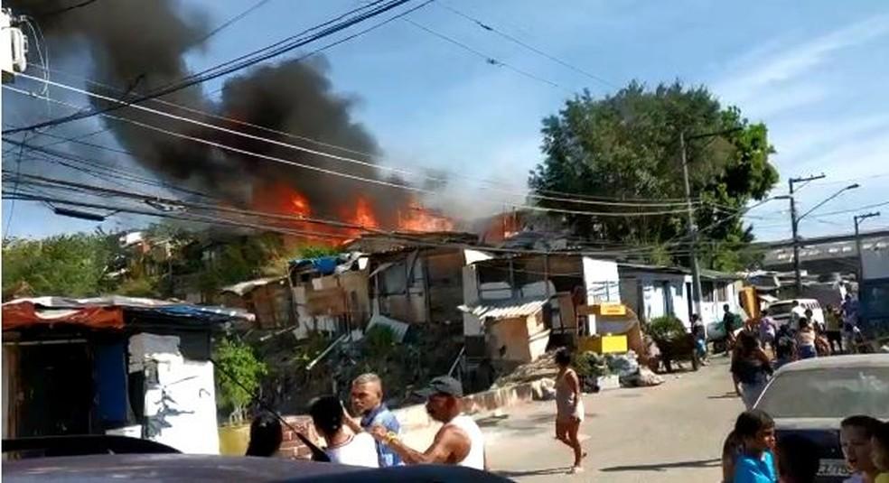 Incêndio em favela na Zona Norte de São Paulo nesta quarta-feira (8). — Foto: Arquivo pessoal