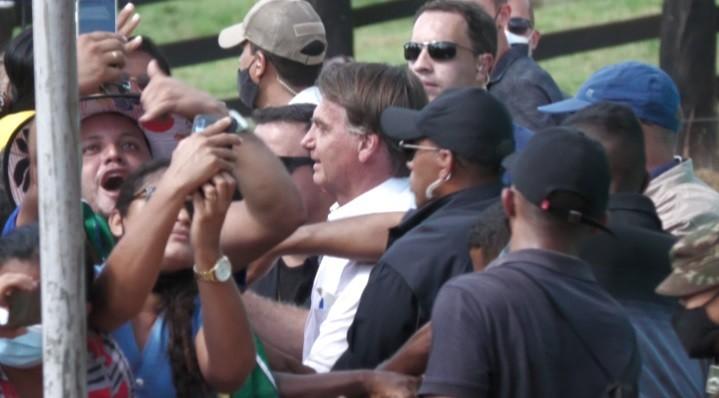 Em Novo Repartimento, no Pará, Bolsonaro causa aglomeração em inauguração de trecho da Transamazônica