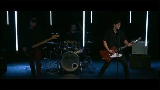 Confira o clipe da música 'Dama de Aço' da banda Fuzi, lançado no Vanguarda Mix
