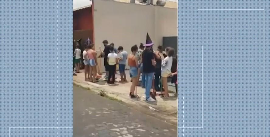 Campanha em rede de fast food no Dia das Bruxas em Uberlândia causa fila e Procon interdita local; veja vídeo