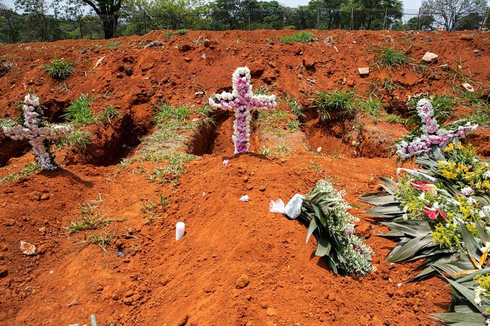 Cemitério Vila Formosa chegou a ter aumento de 89% nos enterros em maio, pico da pandemia na cidade — Foto: Celso Tavares/G1