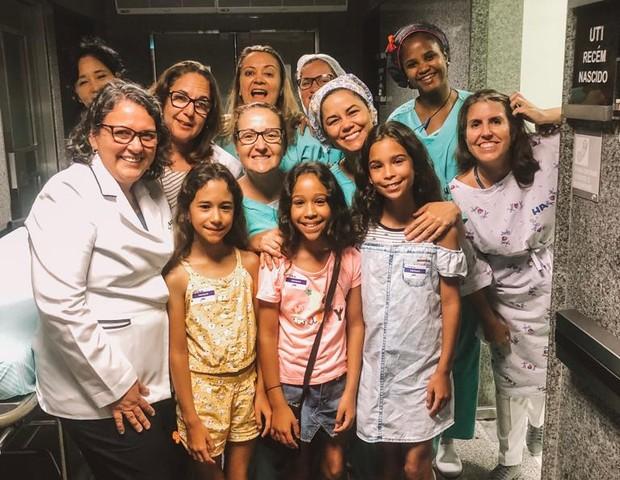 Equipe da UTI Neonatal onde as trigêmeas passaram 75 dias, há 10 anos (Foto: Arquivo Pessoal)