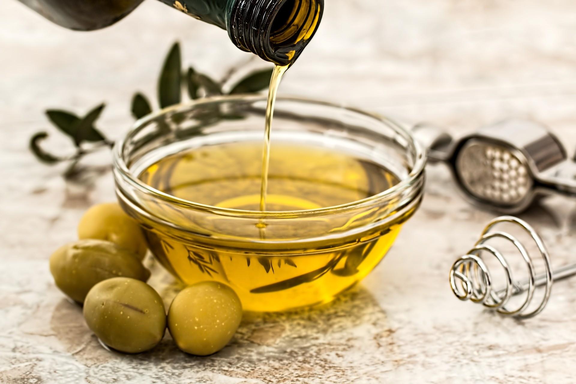 O uso de azeite de oliva é mais benéfico à saúde (Foto: Pixabay)