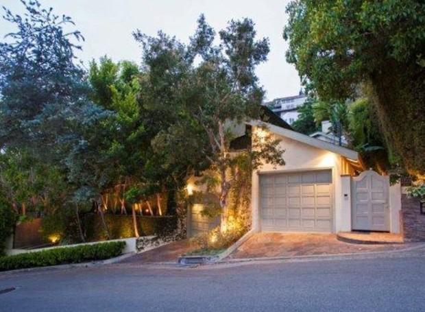 Duas garagens formam a parte da frente da casa (Foto: Getty Images/ Reprodução)
