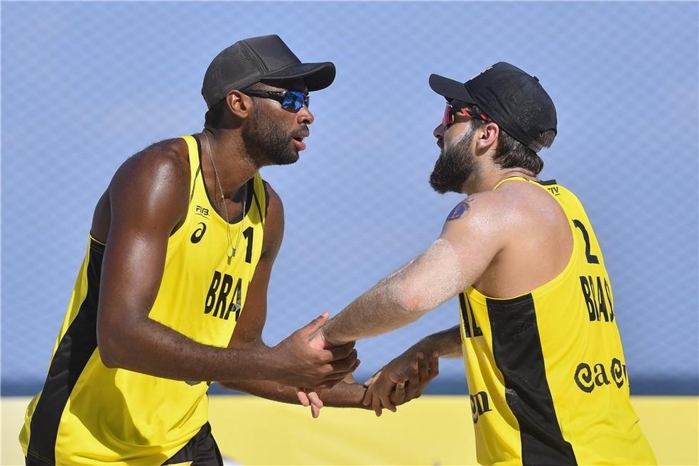 Bruno Schmidt e Evandro estrearam com vitória — Foto: Divulgação