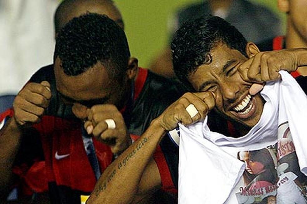 Obina e Léo Moura provocam Botafogo com chororô (Foto: Reprodução)