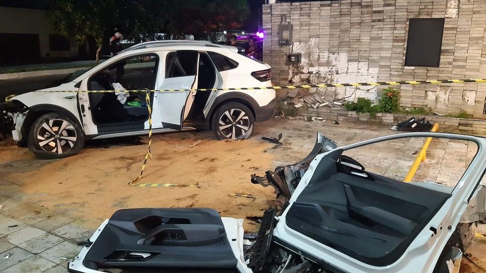 Portas do veículo foram retiradas pelo Corpo de Bombeiros durante resgate de vítimas no acidente em Natal. — Foto: Sérgio Henrique Santos/Inter TV Cabugi