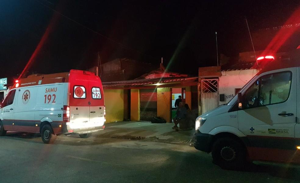 O jovem de 23 anos foi socorrido por uma ambulância do Samu em estado grave. — Foto: Rafaela Duarte/ SVM