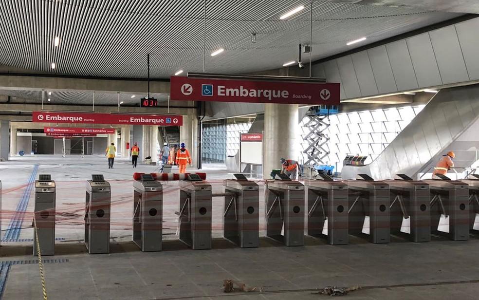 Catracas da estação Aeroporto-Guarulhos da CPTM (Foto: Kleber Tomaz/G1)