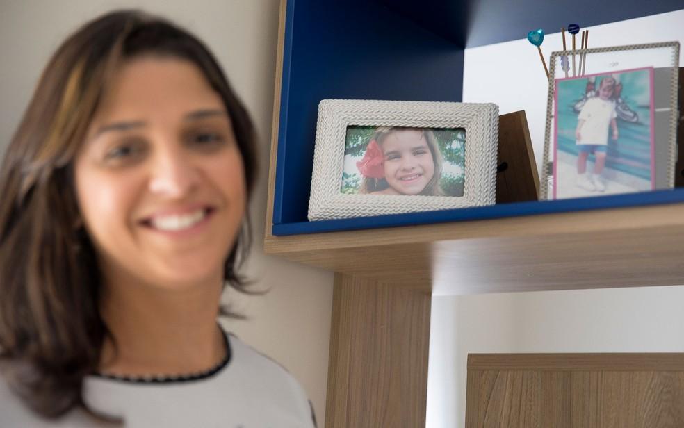 Ana Carolina Oliveira sobre a filha Isabella Nardoni (que aparece nas fotos do porta-retrato): 'O único sentimento que existe é a saudade' — Foto: Sérgio Fernandes/G1