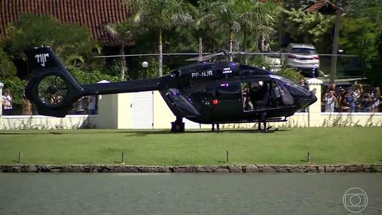 Neymar deixa treino da Seleção em seu helicóptero personalizado