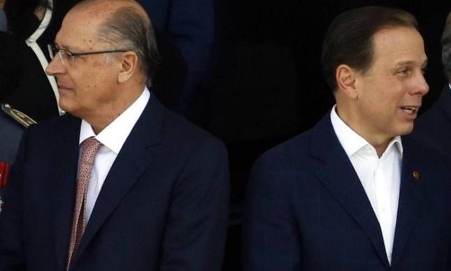 O governador de São Paulo, Geraldo Alckmin, e o prefeito, João Doria, participam do desfile de 7 de Setembro (Foto: Edilson Dantas / Agência O Globo)
