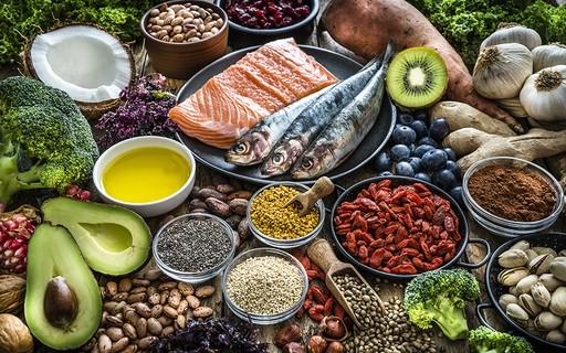 8 superfoods que não podem faltar na dieta da mulher 50+