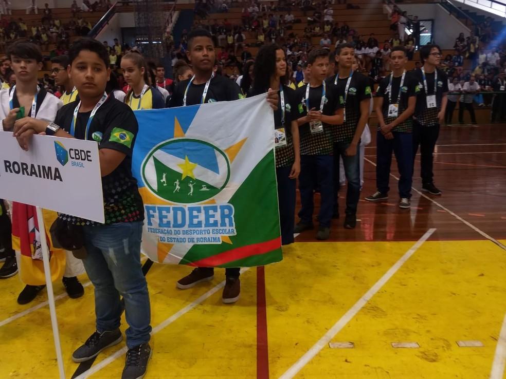Alunos-atletas participam da cerimônia de abertura — Foto: Divulgação