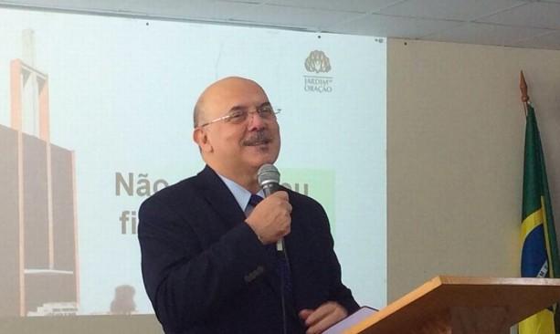 O pastor Milton Ribeiro durante palestra