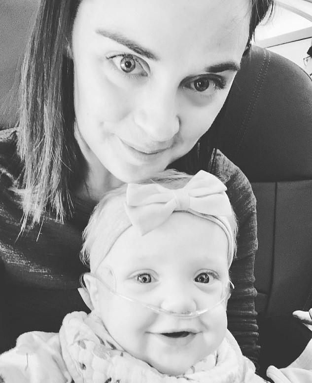 Kelsey e a pequena Lucy (Foto: Reprodução Facebook)
