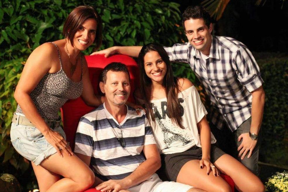 Glorinha de Paula contou com o apoio dos pais na migração para o MMA — Foto: Arquivo Pessoal