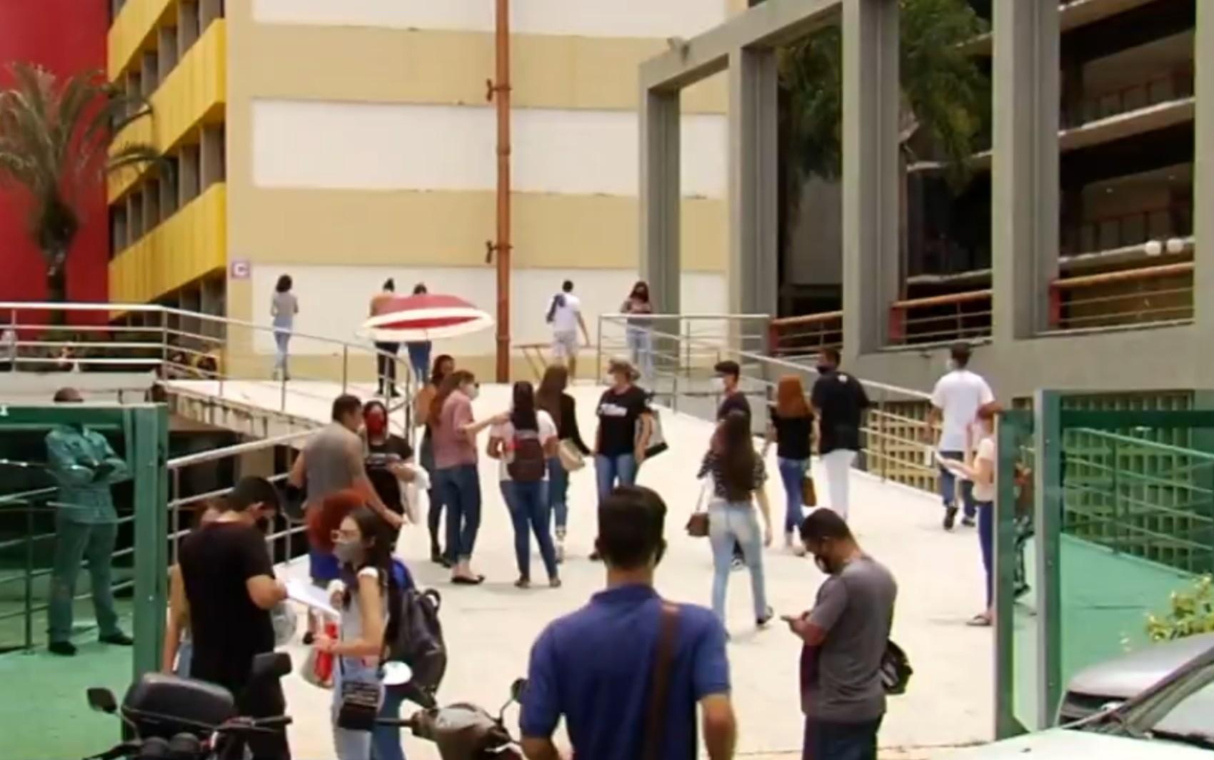 Estudantes fazem o 2º dia de provas do Enem 2020 em Goiás neste domingo