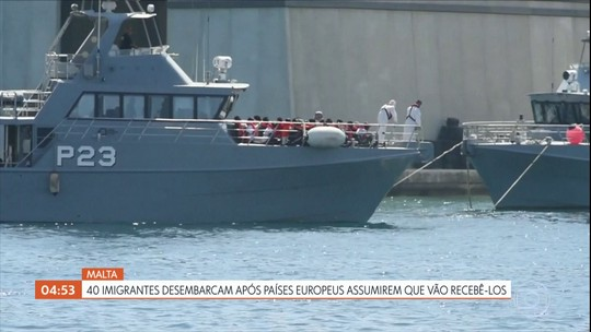 Quarenta imigrantes desembarcam em Malta após países assumirem que vão recebê-los