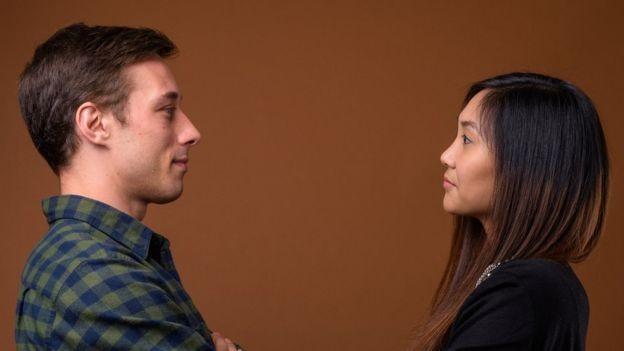 Achamos os estranhos com os quais fizemos contato visual mais parecidos conosco em termos de personalidade e aparência (Foto: RANTA IMAGES/GETTY IMAGES via BBC)