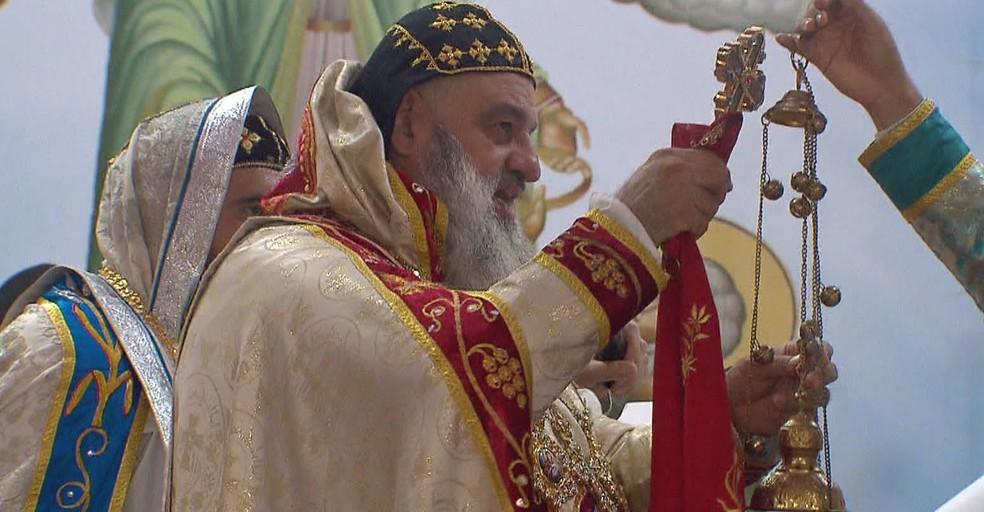 Celebração de missa na Paróquia Divino Espírito Santo, no Riacho Fundo I, no DF (Foto: TV Globo/Reprodução)