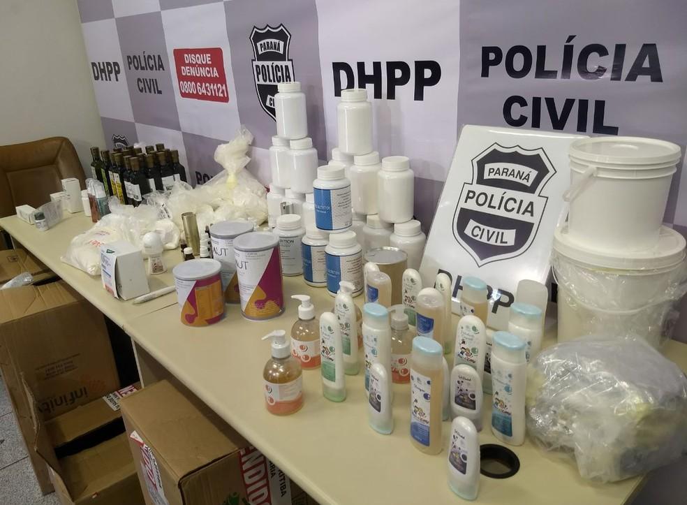 Quatro pessoas foram presas em operação envolvendo farmácias de manipulação, em Curitiba (Foto: Luiza Vaz/RPC Curitiba)