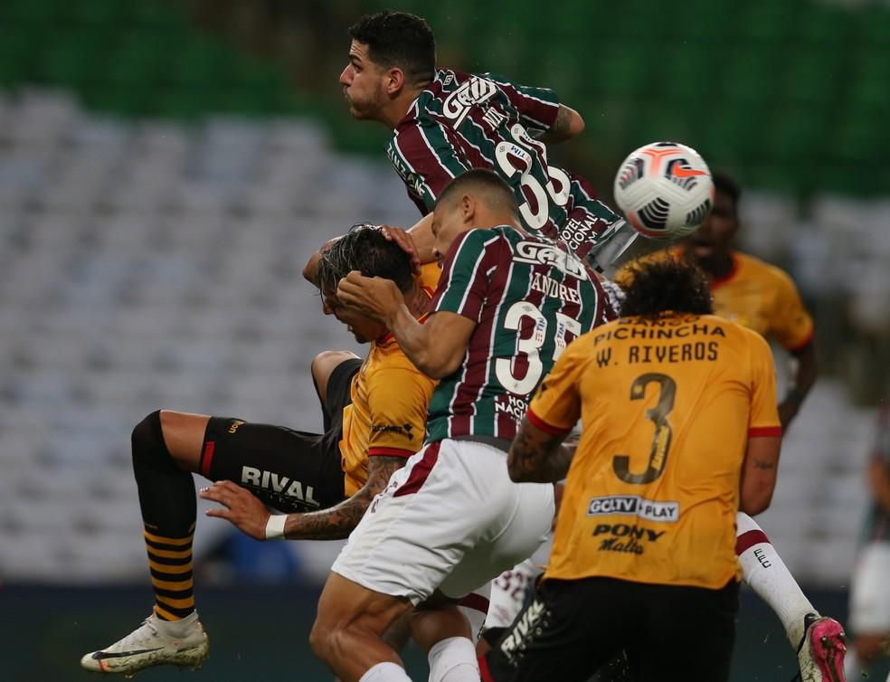 Nino no lance do pênalti cometido contra o Barcelona de Guayaquil — Foto: Staff Images / CONMEBOL