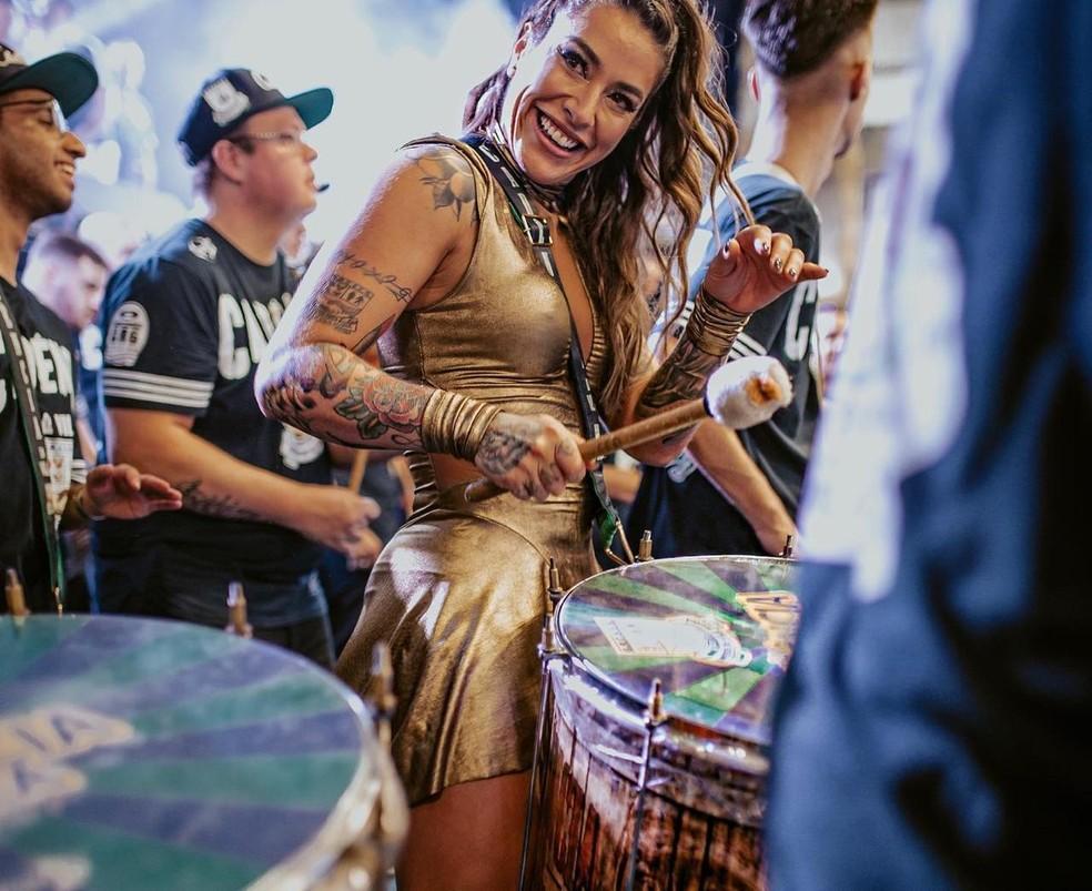 Dani Bolina na bateria da Unidos de Vila Maria — Foto: Allison Valentim/Divulgação