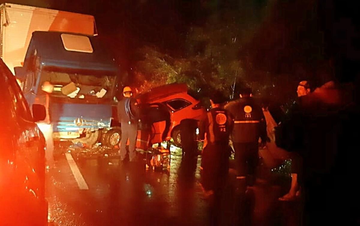 Jovem de 19 anos morre em acidente entre carro e caminhão em Nova Santa Rita