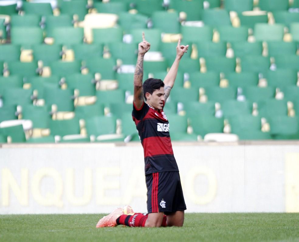 Pedro marcou seu segundo gol contra o Fluminense no primeiro jogo da final do Carioca deste ano — Foto: André Durão