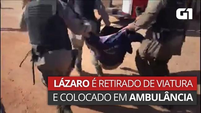 Policiais colocam Lázaro Barbosa em viatura do Corpo de Bombeiros