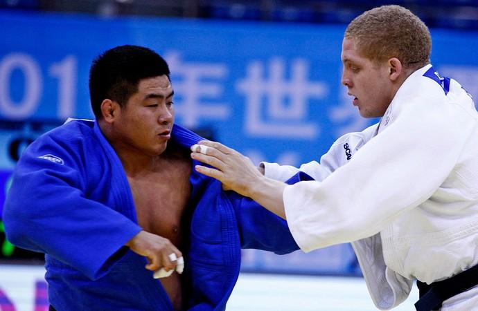 judô Rafael Buzacarini mundial em Qingdao (Foto: Gabriela Sabau / FIJ)