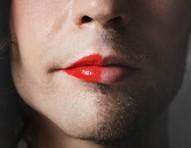 """""""Descobri que meu crush é crossdresser e tem mais maquiagem que eu"""""""