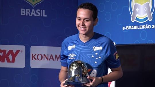 """Diretor do Cruzeiro parabeniza Henrykinho por bicampeonato do e-Brasileirão: """"Muito talentoso"""""""