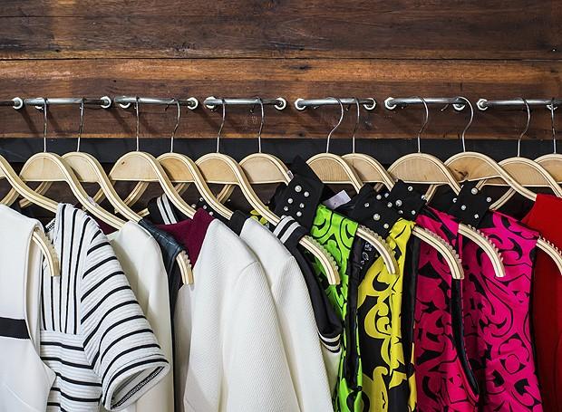 Os cabides padronizados vão dar outra cara para o seu closet! Tente e depois conte-nos o resultado (Foto: Thinkstock)