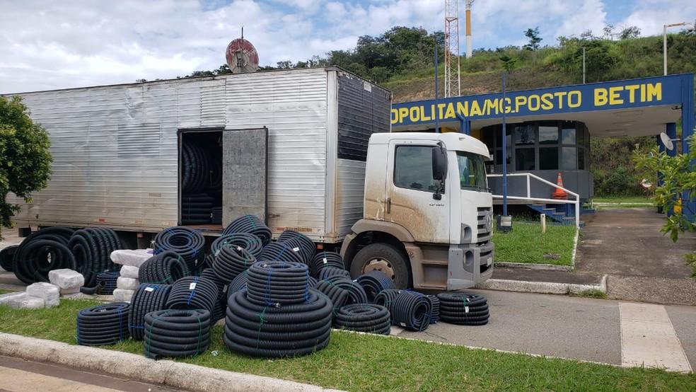 Motorista disse que receberia cerca de R$ 3 mil para transportar a droga — Foto: Fábio Venâncio/TV Globo