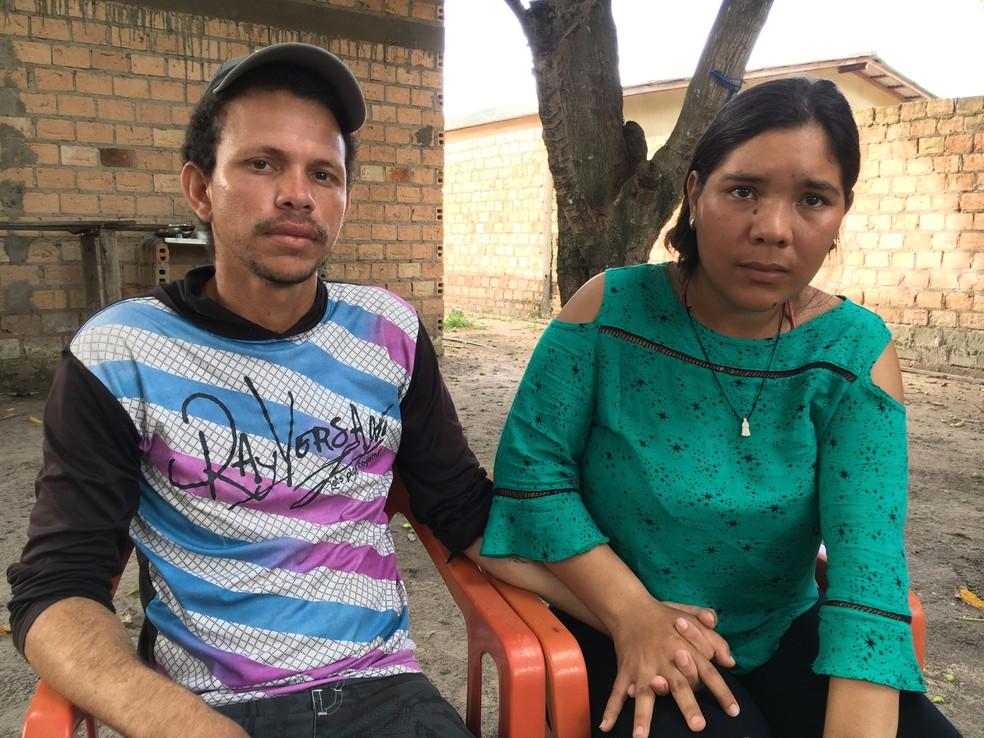 -  Venezuelana Rosalvi Gusman, 22, ao lado do marido, Abraham Mercado, 30, falou sobre agressão sofrida em rua da capital  Foto: Emily Costa/G1 RR