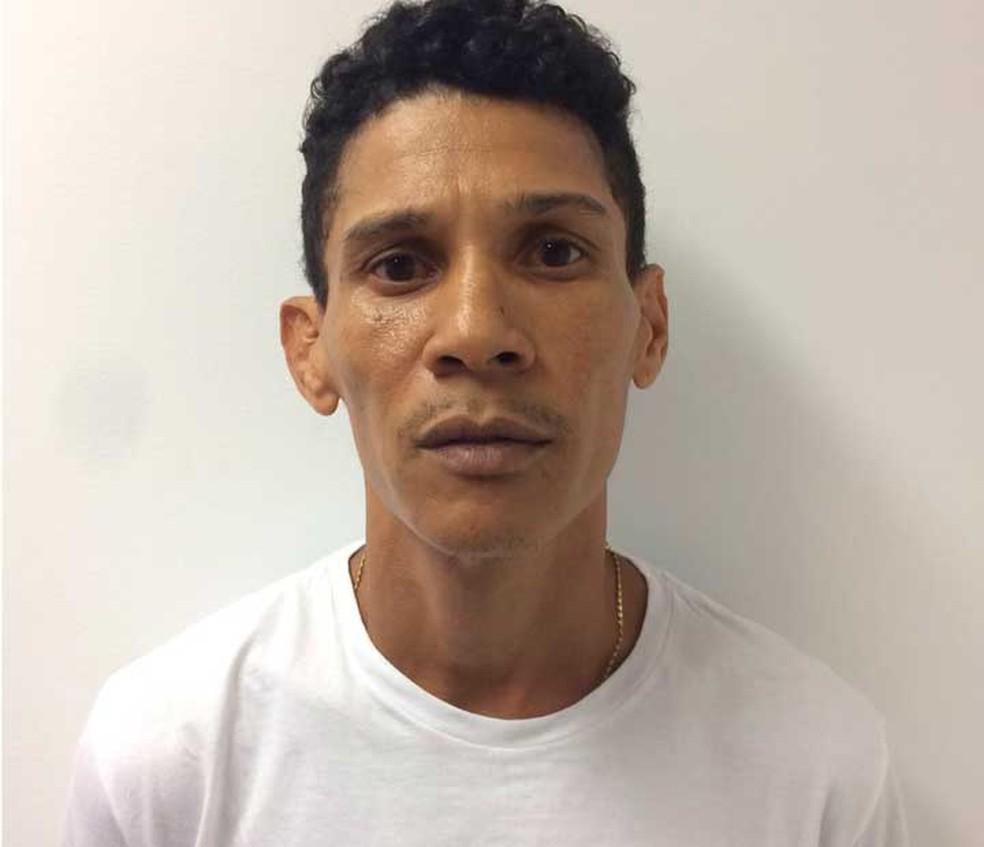Cleber é suspeito de cuidar do cativeiro onde empresário e ex-prefeito ficou (Foto: Divulgação/Polícia Civil)