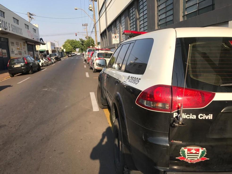 Polícias Civil e Militar cumprem mandados de prisão em Marília (SP) — Foto: Guilherme Lopes/TV TEM